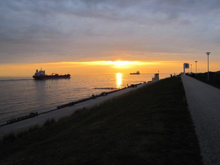 zonsondergang in Valkenisse